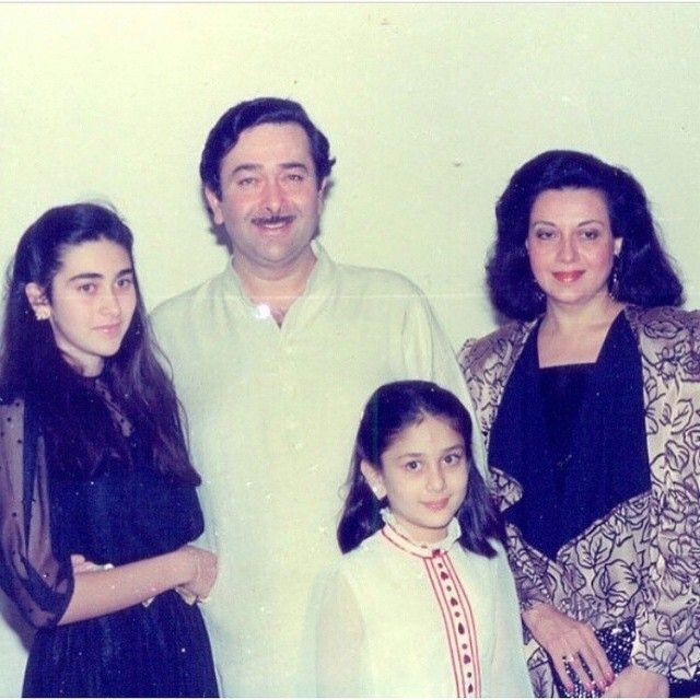 10 Rare Childhood Pictures Of Karisma And Kareena Kapoor Kareena Kapoor Vintage Bollywood Bollywood Pictures