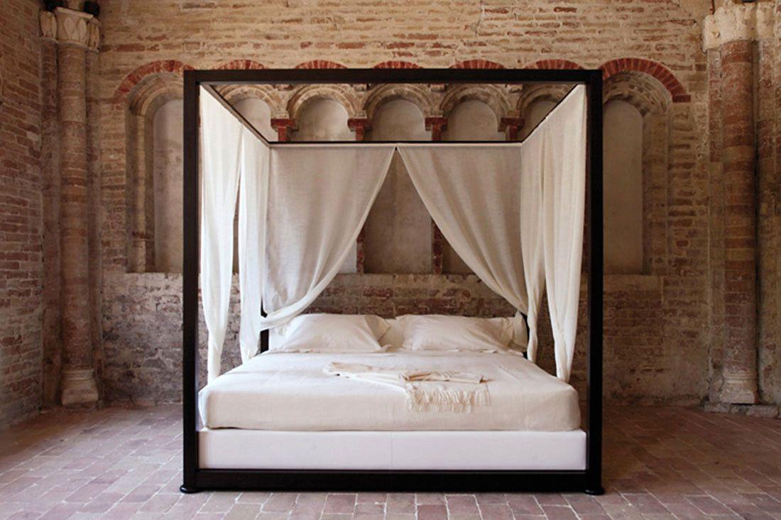 decoration lit baldaquin avec voilage