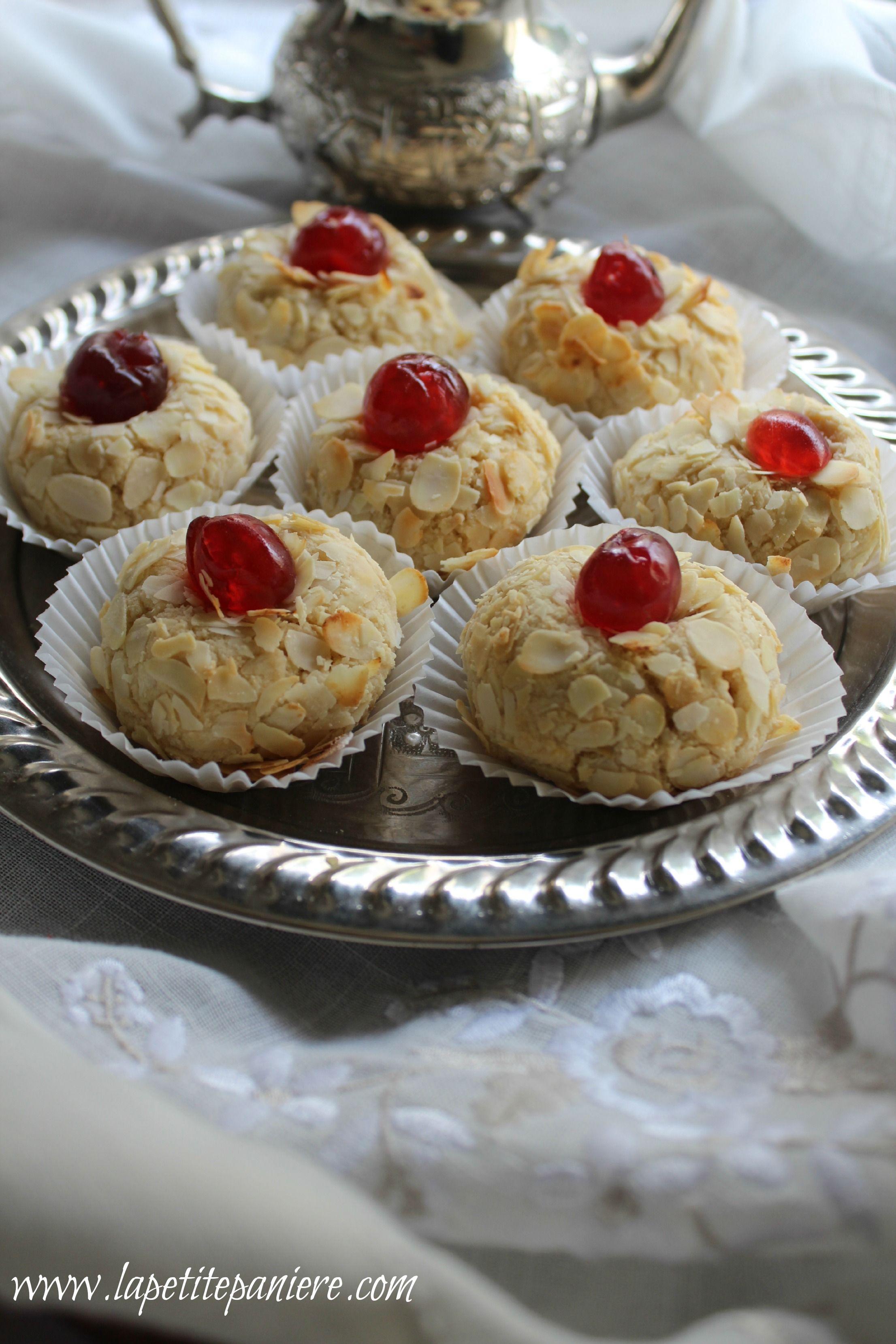 Algerian cuisine mchewek almond pastries gateaux for Algerien cuisine