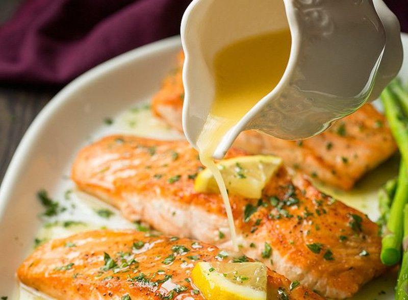 notre recette de saumon au beurre à l'ail et citron est toute