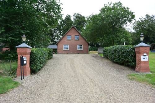 Lottes Bed and Breakfast F�rvang Quietly located, neighbouring the Storskov Forest, this B&B is within 18 minutes? drive from central Silkeborg. It provides free Wi-Fi and a room with a private bathroom and flat-screen TV.