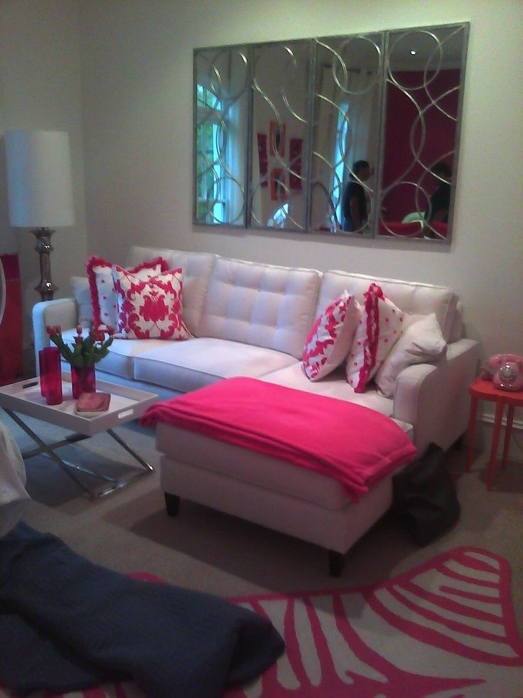 Cute little living room luv the pink color in it house for Sala de estar kawaii