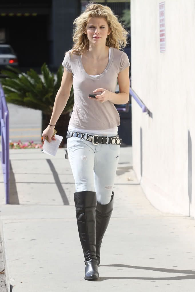 717b1c7edd4 Annalynne McCord ( tight jeans