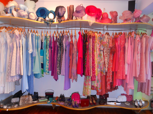 Mmm Candy Coloured Heaven Vintage Store Ideas Vintage Clothes Shop Vintage Store
