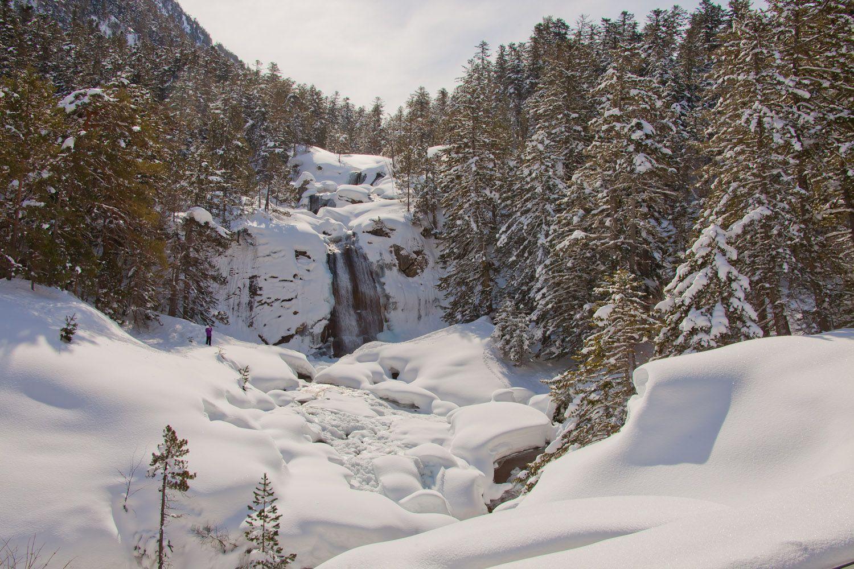 La Cascade Du Pont D Espagne Est Feerique Hiver Comme Ete Cauterets Hautes Pyrenees Les Cascades