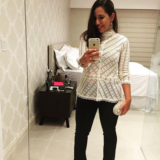 @julianacmmesquita linda no #fridaynight com nossa blusa dos sonhos @mixed_brazil ♡ e #7jeans ♡ #VerãoStudio #MixednaStudio