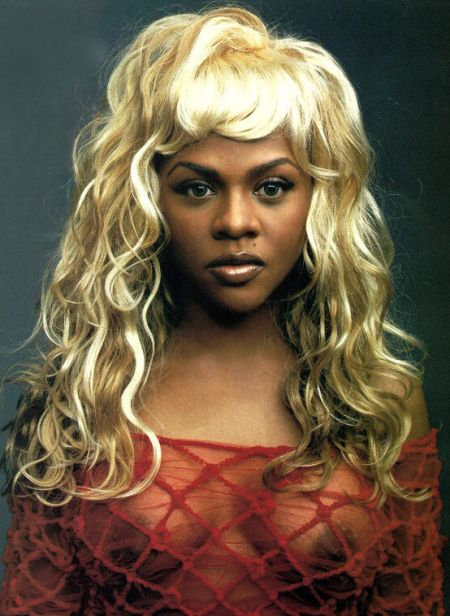 Who let Lil Kim put this wig on her head?? Or better yet ...