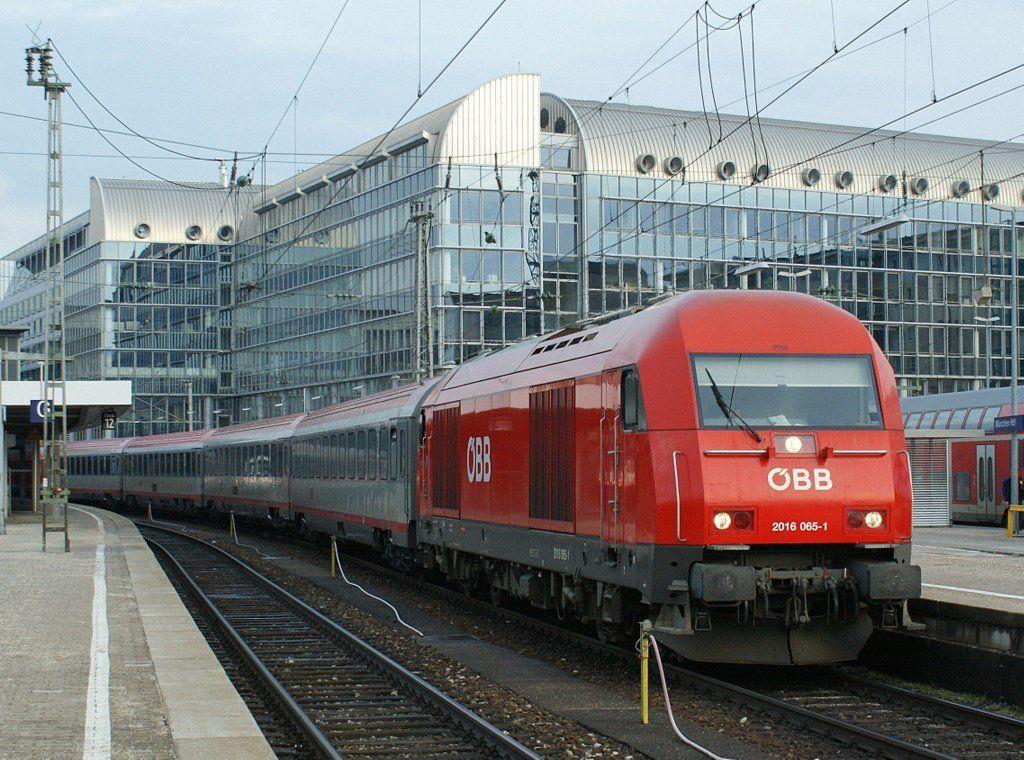 ÖBB 2016 0651 in München.13.03.2009 Eisenbahn