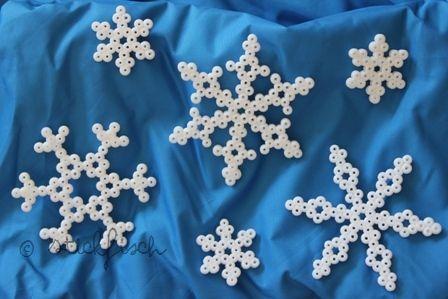 Schneeflocken Aus Bügelperlen Hama Perlen 1 Jahreszeiten Feste