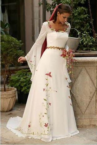 lindo vestido de noiva medieval com flores. #casamento #criativo