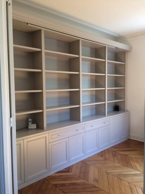 biblioth que quadro sur mesure avec moulures et corniche qui se marie parfaitement dans cette. Black Bedroom Furniture Sets. Home Design Ideas