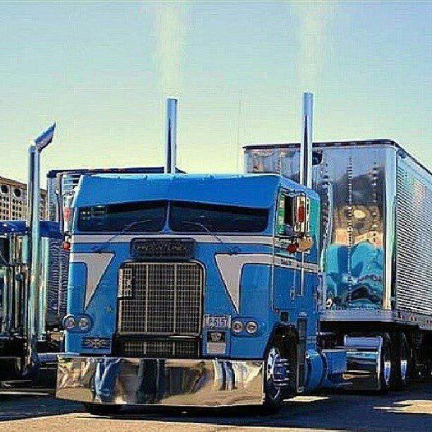 Freightliner cool cabover - i don't generally dig cabovers