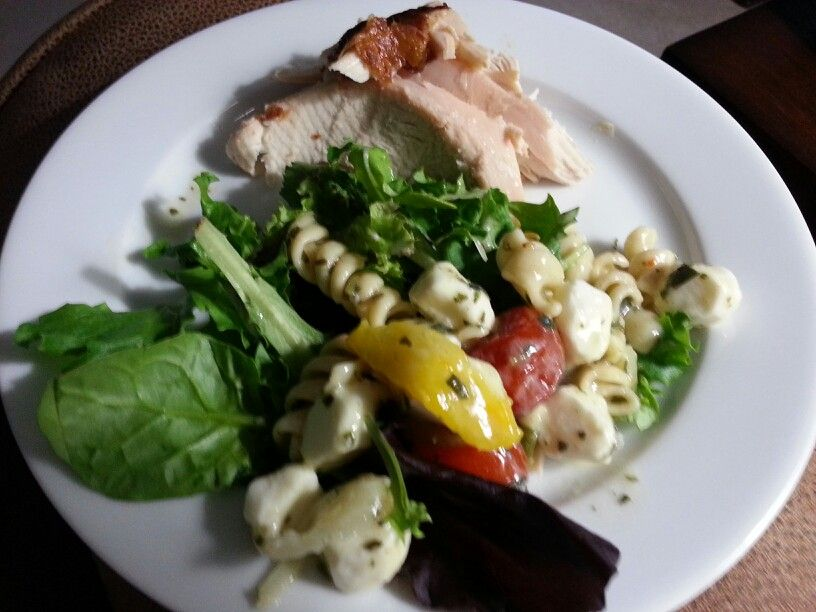 Wanna quick and super delicious meal? Caprese pasta salad and rotisserie chicken,  YUM!
