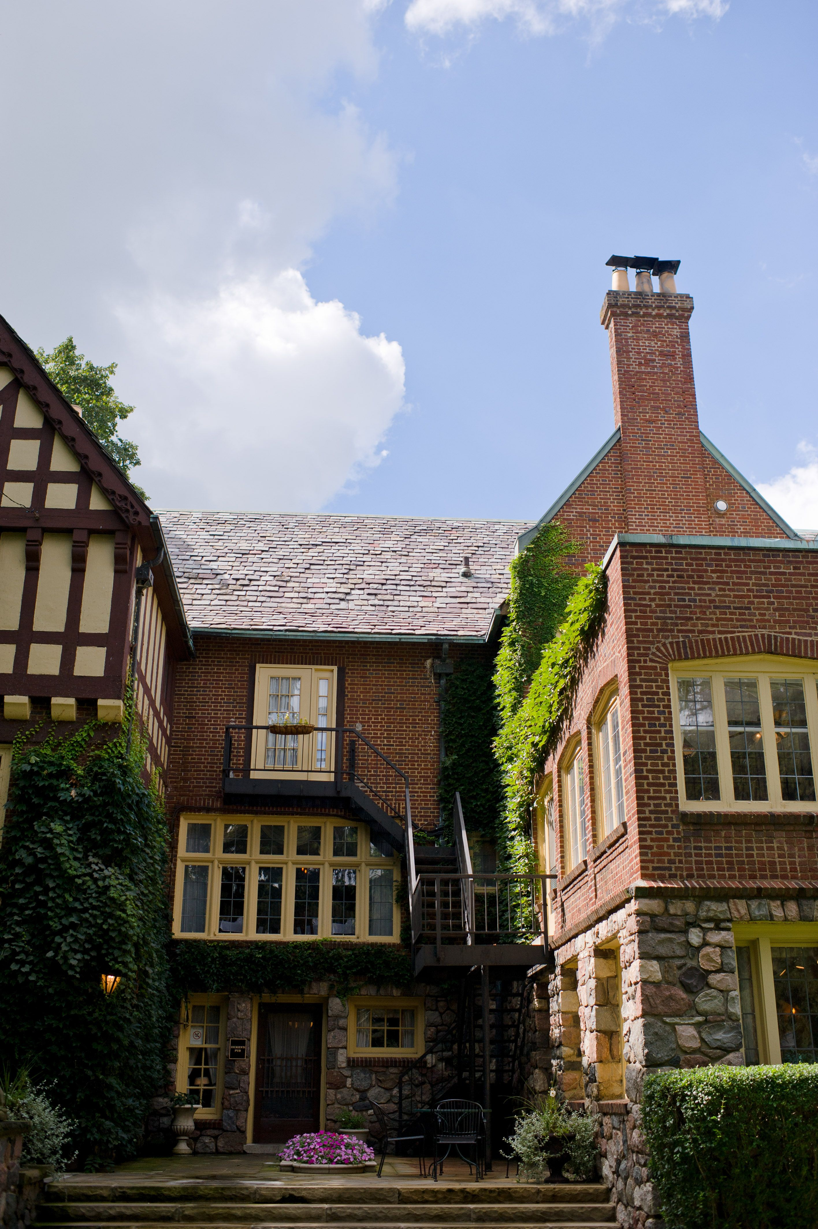 Great Food And A Great Wedding Venue In The Historic English Inn