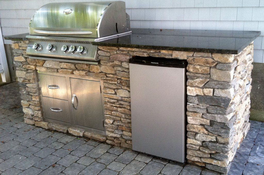 Diy outdoor kitchen diy outdoor kitchen plans pictures for Pre built outdoor kitchen islands