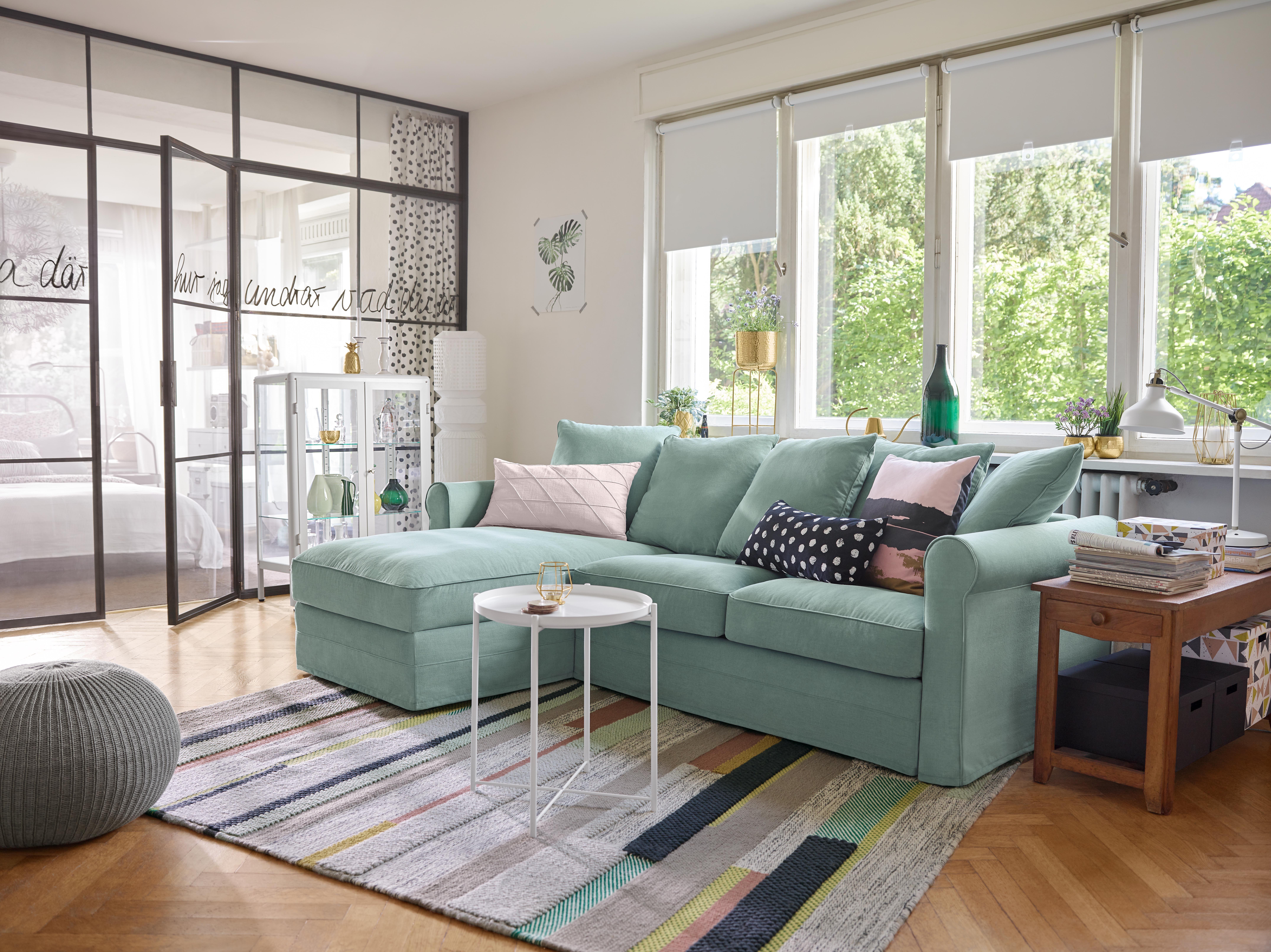 IKEA - GRÖNLID, 3er-Sofa, Ljungen hellgrün, Die Elemente des Polstermöbels lassen sich auf verschiedene Arten zu genau der Form kombinieren, die dir am besten passt. Wenn später ein größeres Sofa benötigt wird, lässt sich immer noch ein Element hinzufügen. Oder zwei. Mit 5 Rückenkissen.