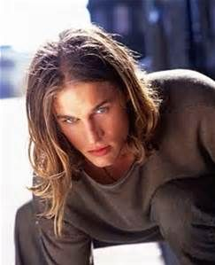 Old Pics Of Travis Fimmel Bing Images Gars Aux Cheveux Longs Idees Cheveux Longs Cheveux Long Homme
