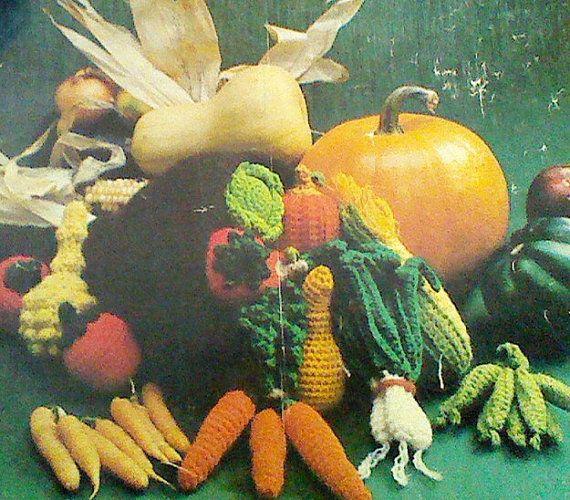 Ehi, ho trovato questa fantastica inserzione di Etsy su https://www.etsy.com/it/listing/115783547/vintage-crochet-corncopia-and-vegetables