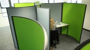 Extra quiet working zones for LRC with sound deadening panels by Constellations.