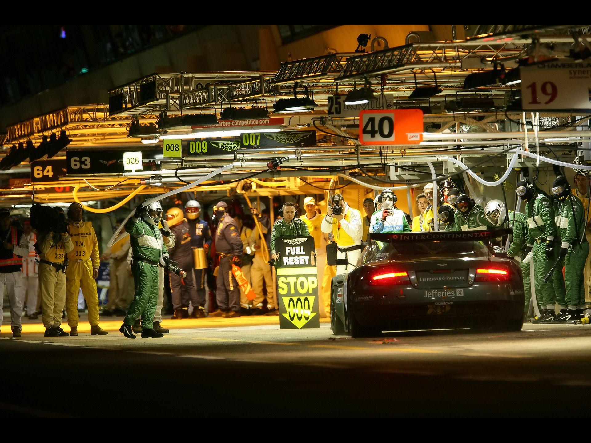 2007 Aston Martin Dbr9 Le Mans Winner Pit Stop Night Rear 1920x1440 Wallpaper Aston Martin Dbr9 Aston Martin Le Mans