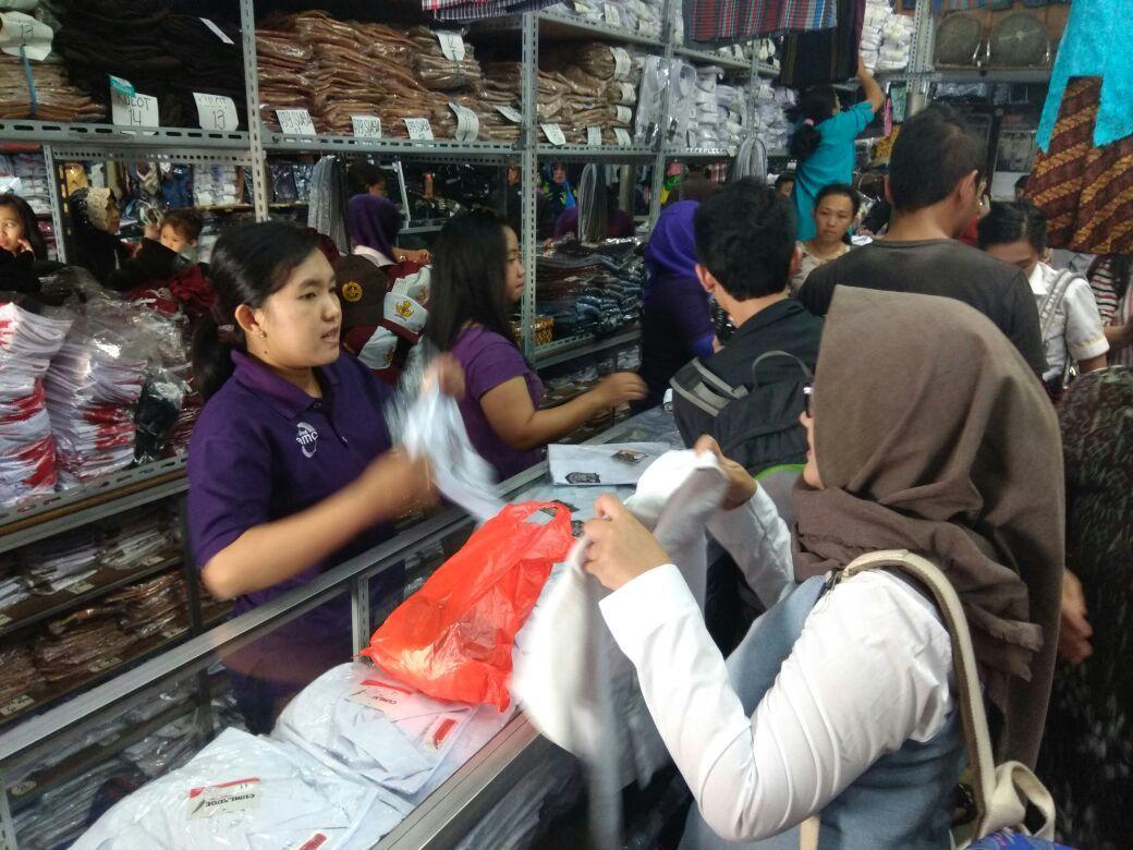 Toko Papinya Yang Berada Di Pasar Besar Malang Yoga Malang Seragam Sekolah