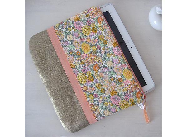 housse ipad et autres tablettes en liberty doggy style pinterest ipad tablette et housses. Black Bedroom Furniture Sets. Home Design Ideas