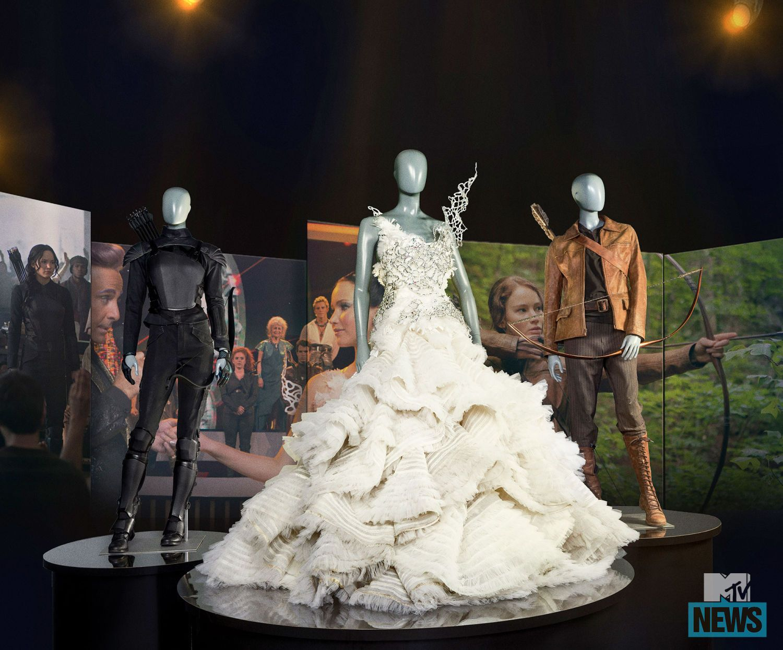 Vestito Da Sposa Katniss Everdeen.The Hunger Games The Exhibition Prima Immagine Ufficiale Della