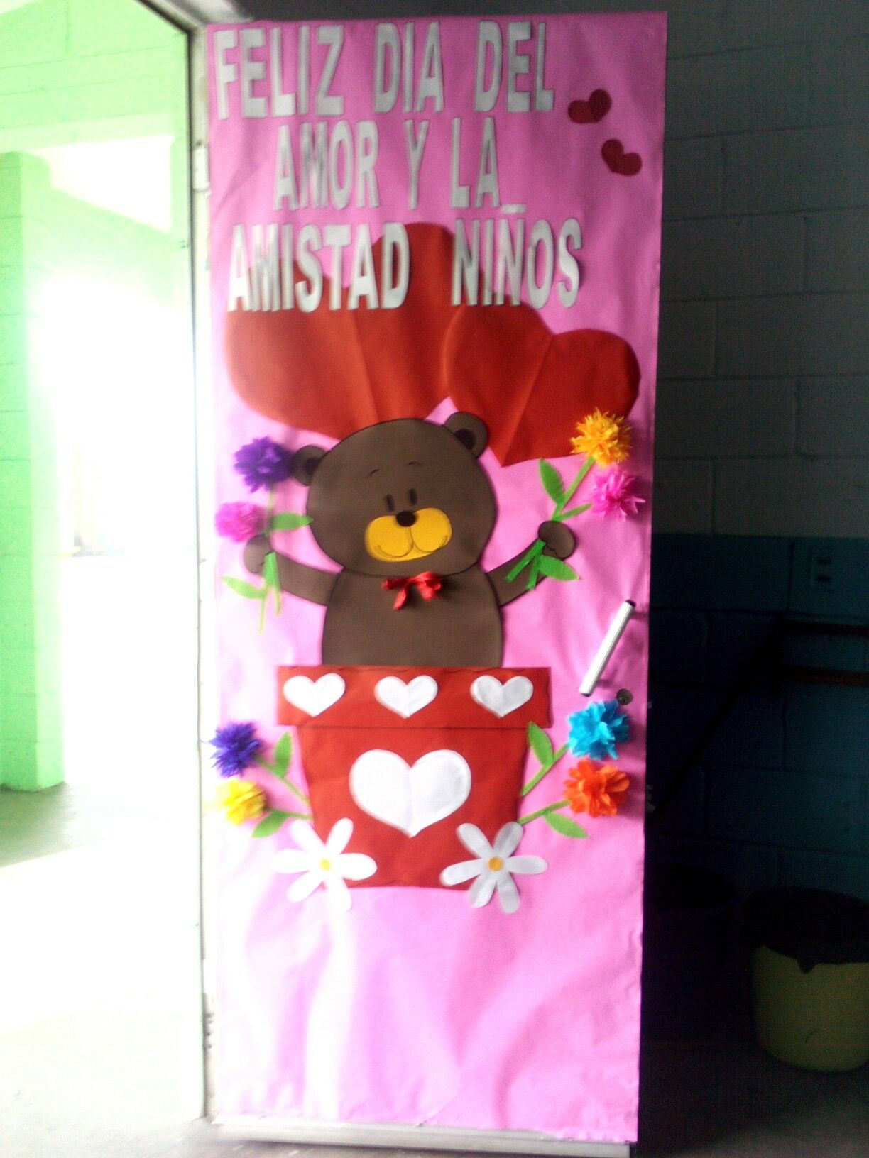 Puerta para febrero dia del amor y la amistad puertas for Puertas decoradas para el dia del libro
