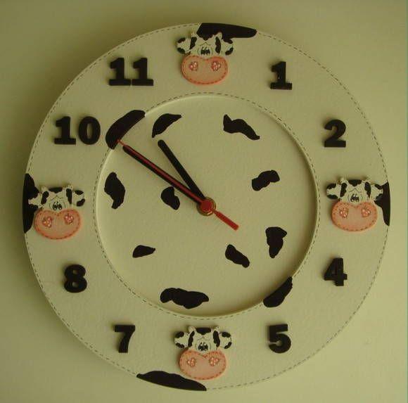 Relógio Cara Vaquinha Country Preta em MDF e Pintura Country R$ 52,00