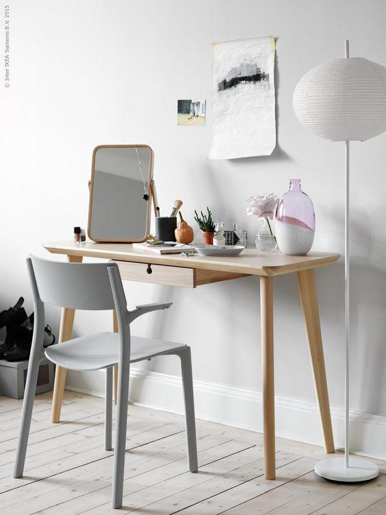 Un Coin Bureau Dans Le Salon Blueberry Home Meuble De Bureau Ikea Interieur Ikea Meuble Rangement Bureau