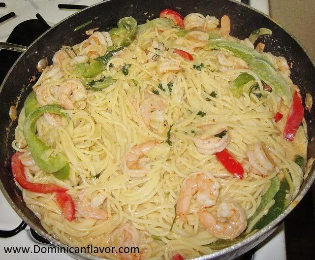 Savory Pasta with Shrimp in White Sauce/Espagueti con Camarones en Salsa Blanca | Delicious Dominican Cuisine