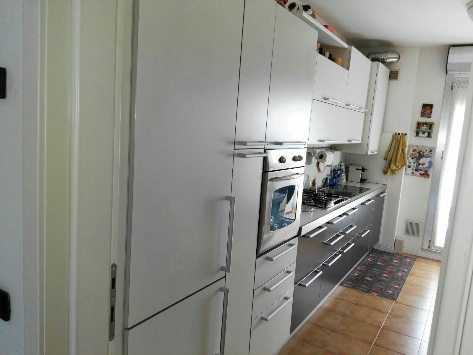Cucina Bontempi, laccato opaco bicolore bianco e antracite, cucina ...