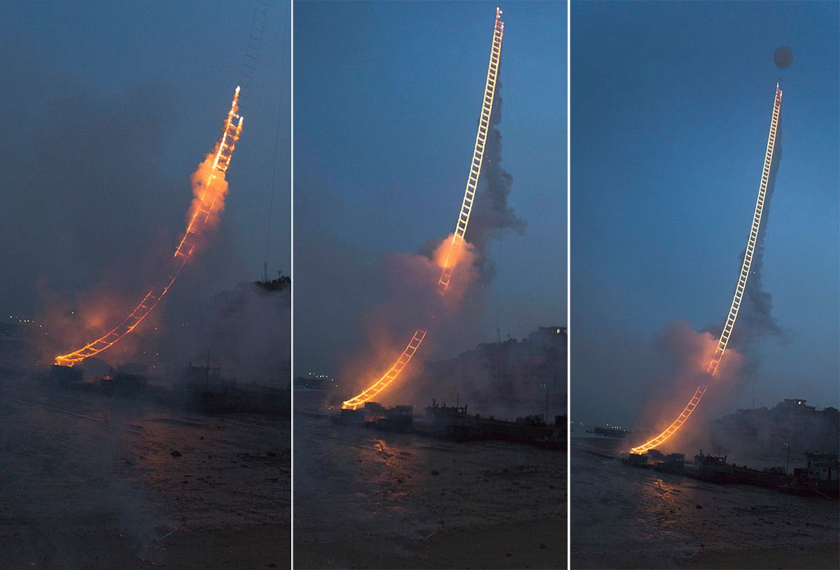 He Sent A Ladder Of Blazing Fire Into The Sky, And It's Taller Than The Empire State Building. - http://www.lifebuzz.com/fire-ladder/