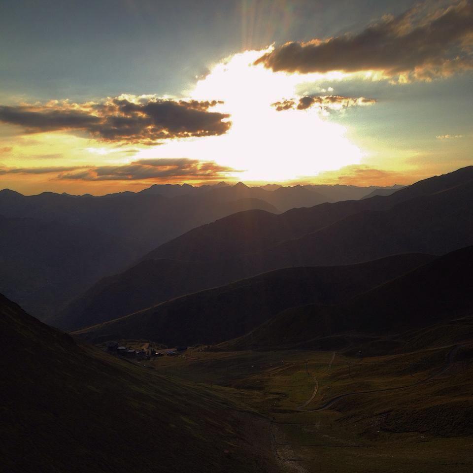 Lever de #soleil sur le #Larboust #NPY #Peyragudes #Agudes #Pyrenees #montagne