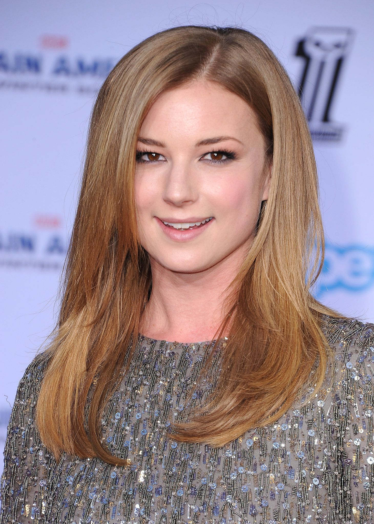 A Step By Step Guide To Getting Emily Vancamps Sleek Blowout