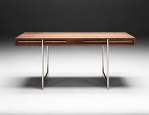 Naver skrivebord model Ak1340 er et moderne skrivebord i træ og rustfrit stål.  Bordet kan bestilles i 170cmx80cmx72cm.  Træsorter: Ask, sortbejdset ask, eg, bøg valnød og kirsebær.