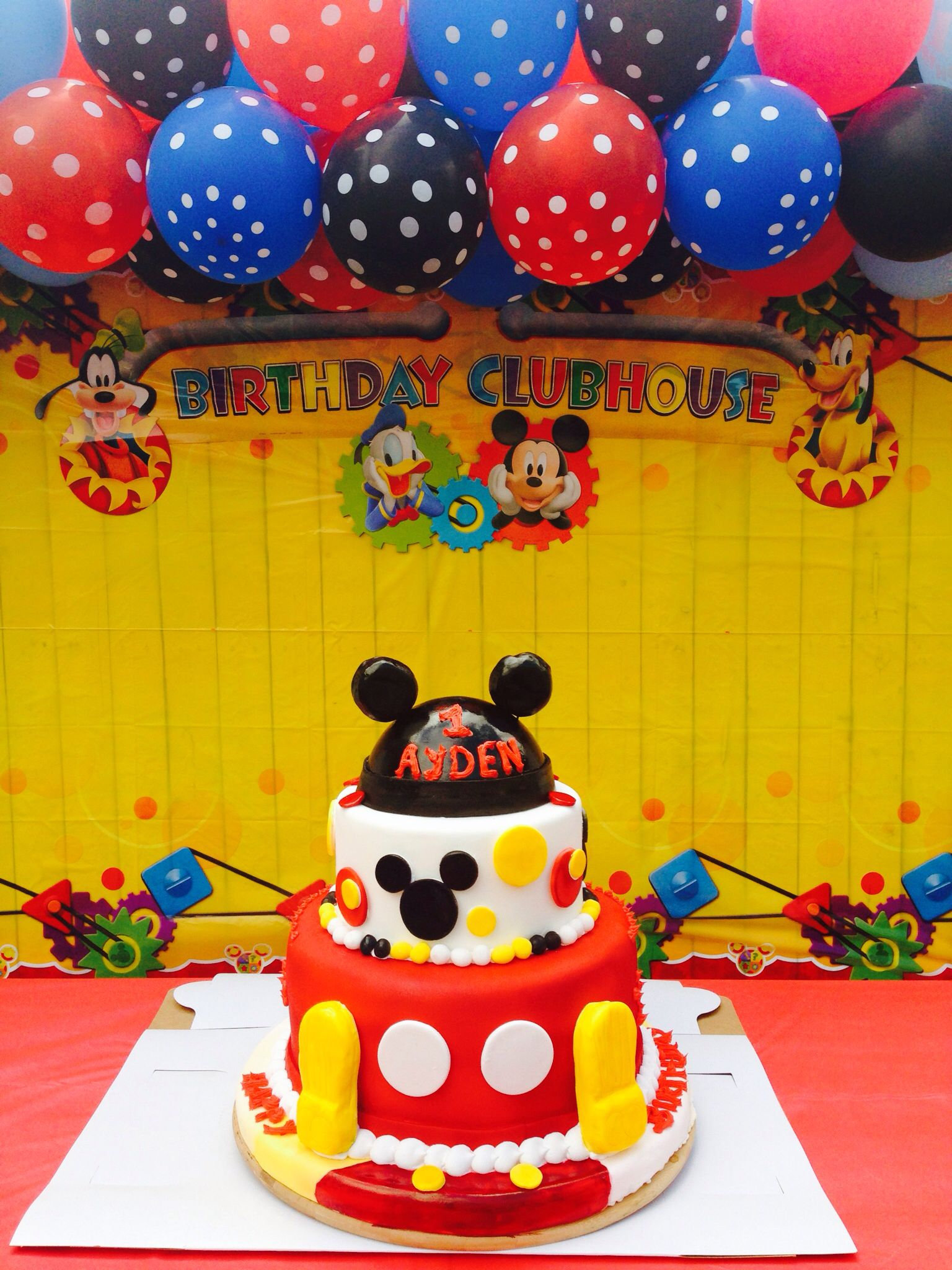 Cake table with a beautiful background for a Mickey mouse party ...