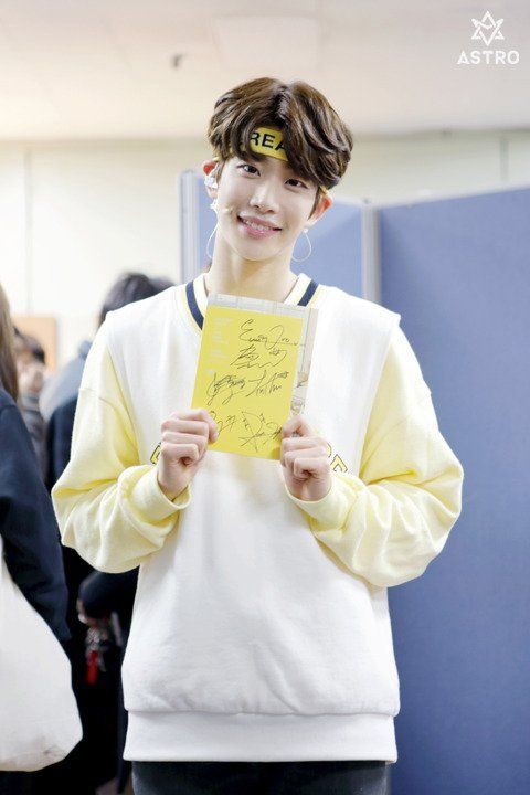 [25.03.16] Astro official Fancafe - Behind the scene from Music show promotions - MyungJun