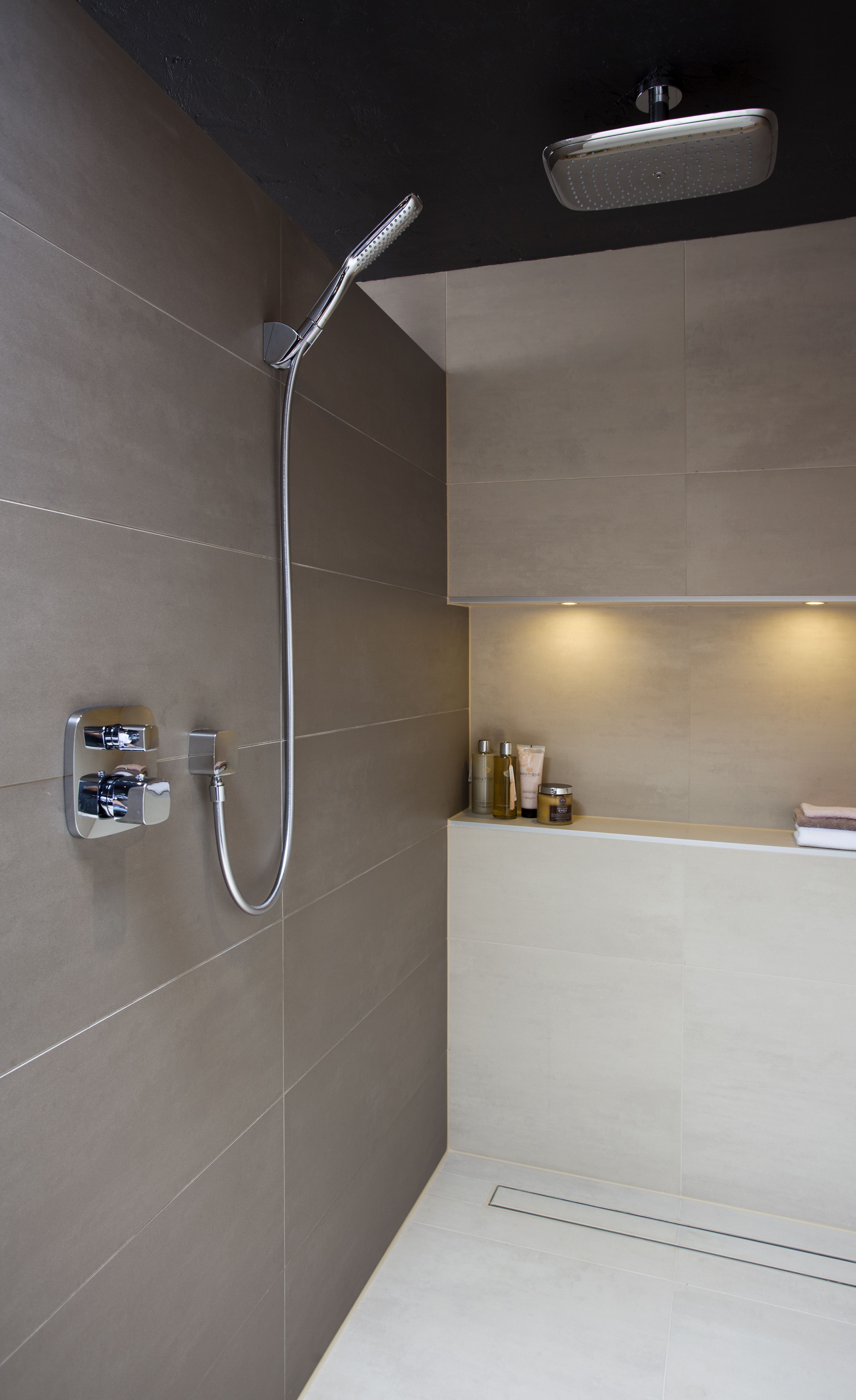 ruime inloopdouche natuurlijke badkamer pinterest see more