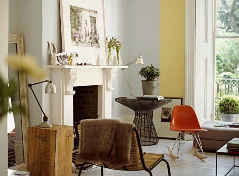 peinture salon en gris clair et jaune pastel avec meubles vintage
