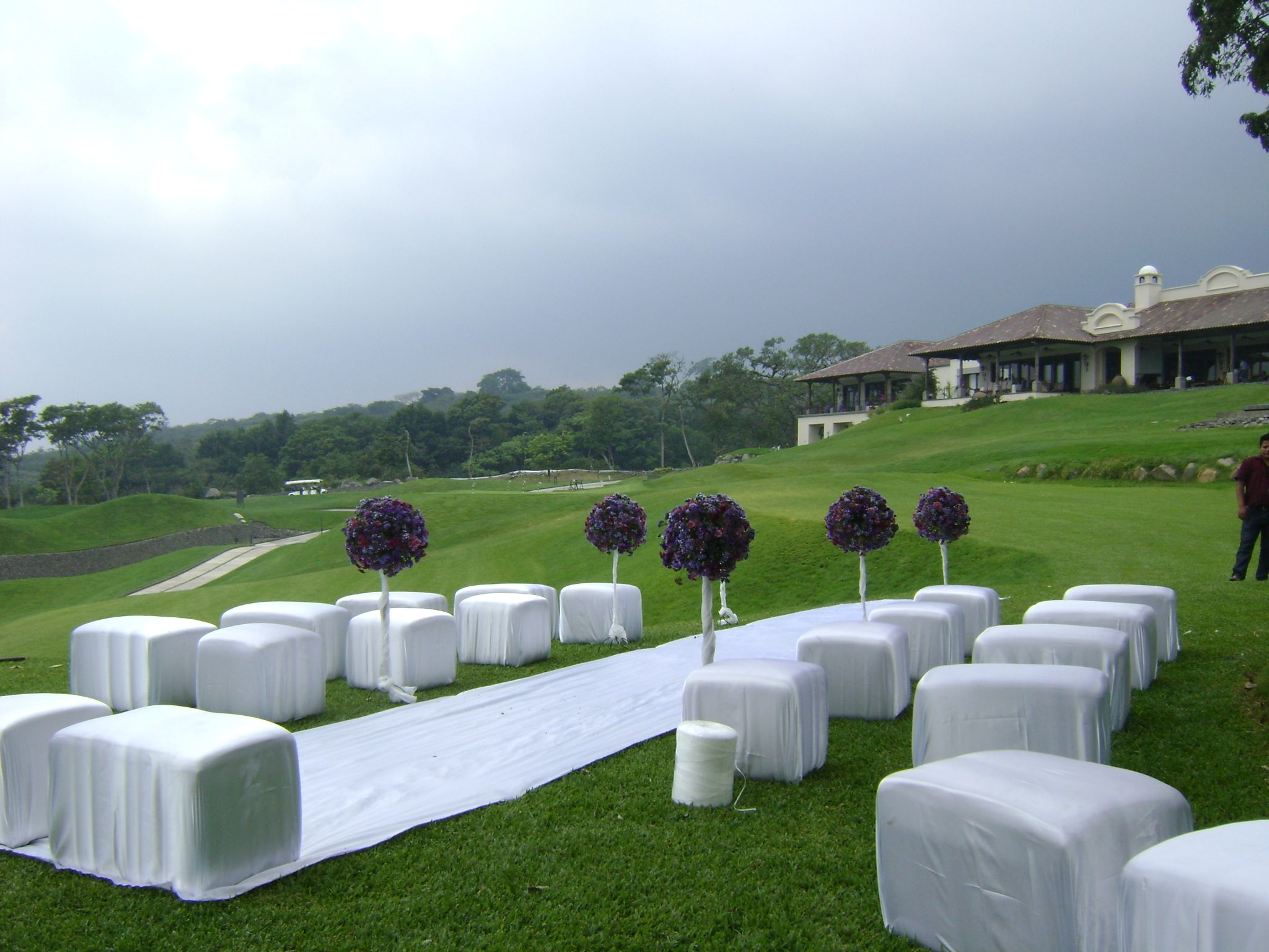 Ceremonia al aire libre con salas lounge! #OutdoorWeddings
