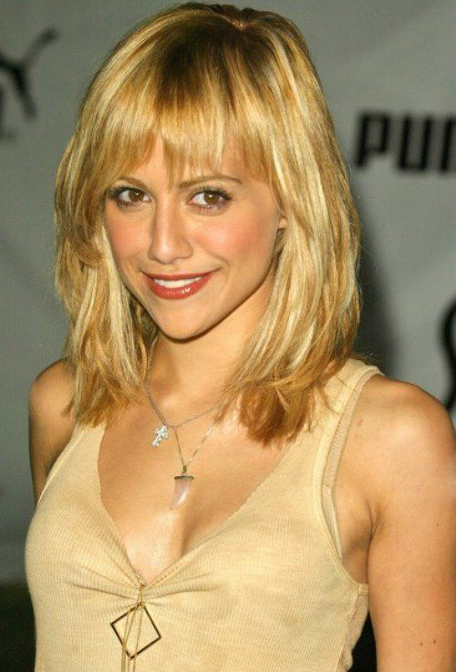 Quirky Hairstyles For Medium Length Hair : The stylish medium cut with layers and quirky short bangs
