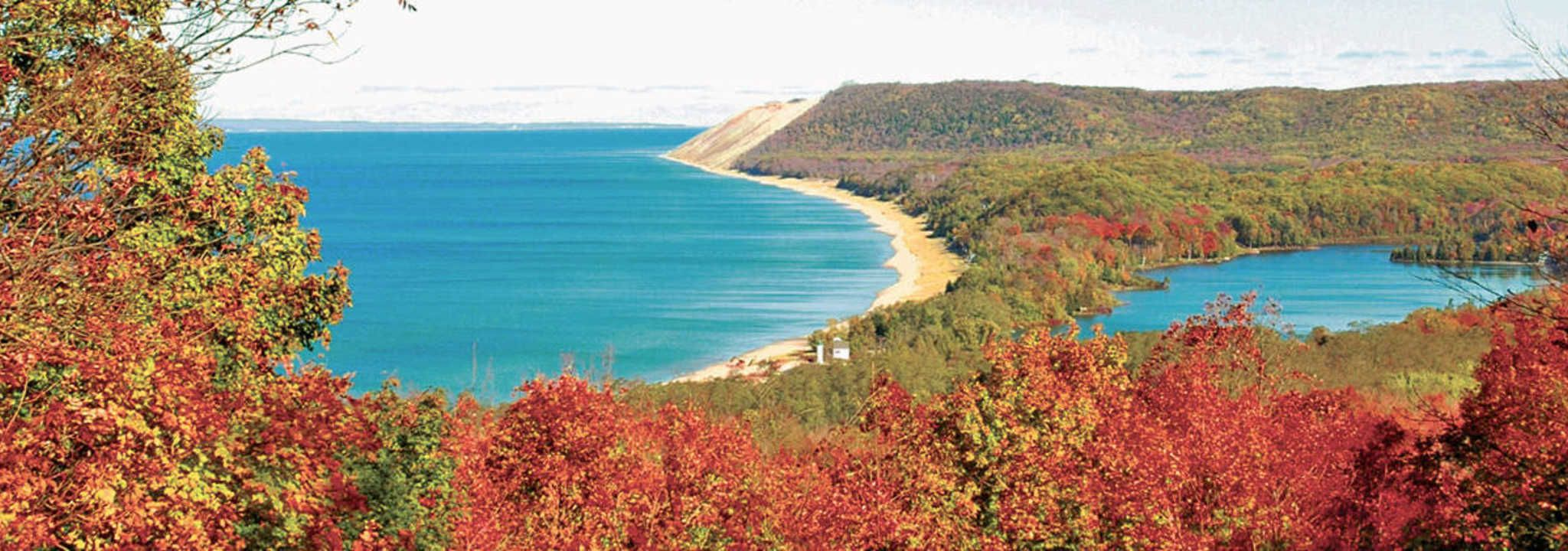 Fall Is The Perfect Time To Experience The Sleeping Bear Dunes In Traverse City Michigan Learn About The Park S Sleeping Bear Dunes Traverse City Fall Travel