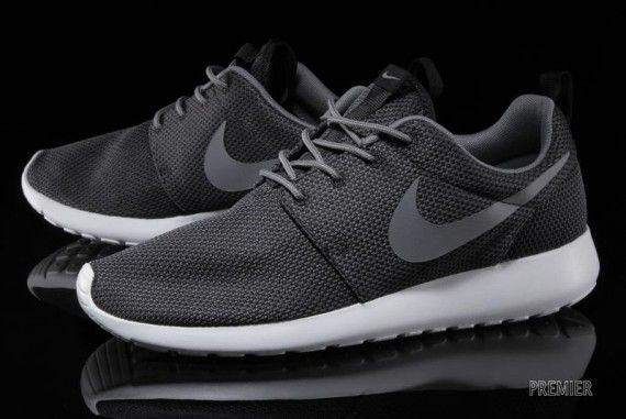 nzhdww nike roshe run gray and black -