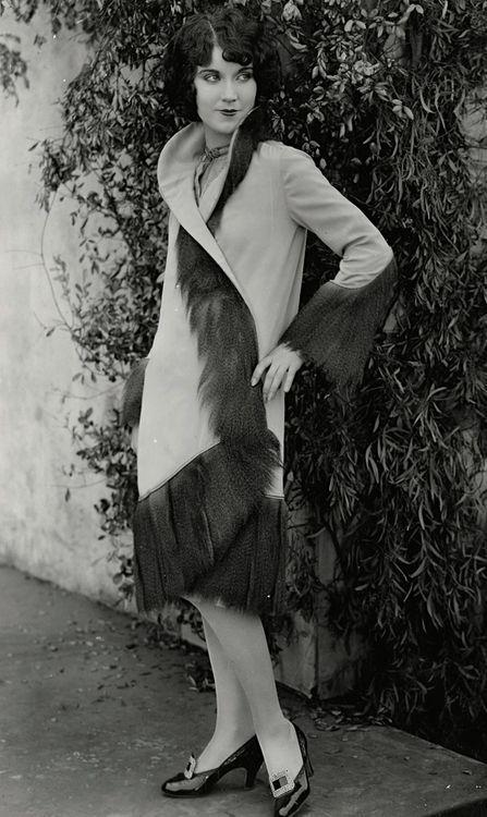 1928 etats unis 1924 flappers pinterest tats unis ann e 20 et ann es folles. Black Bedroom Furniture Sets. Home Design Ideas
