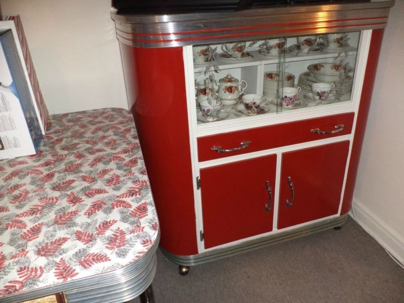 Beautiful 1950c Vintage Retro Kitchen Table And Buffet Set