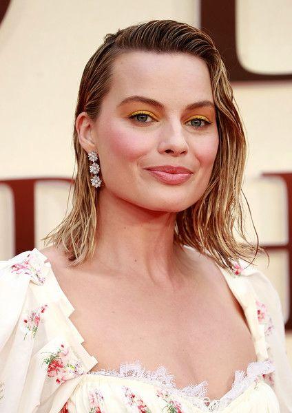 Margot Robbie Bright Eyeshadow Hairstyle Examples Hair Looks Hair Styles