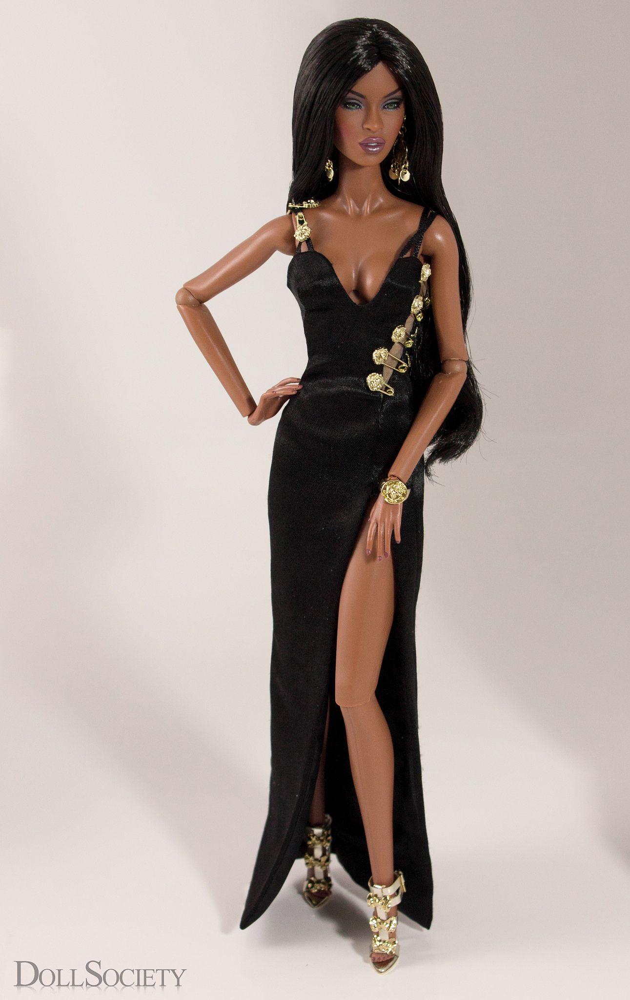 Barbie morena , 35cm , pasarela en paris  250$ Post by: BarbieFrance