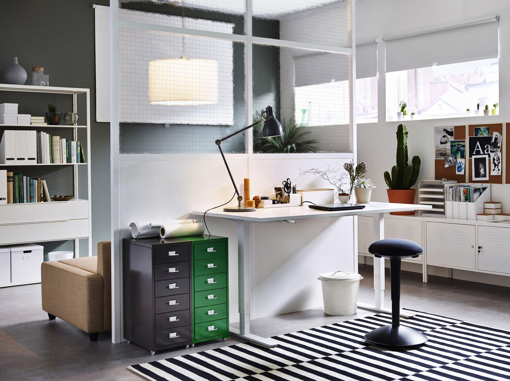 Met het skarsta bureau van ikea kan je zittend en staand werken