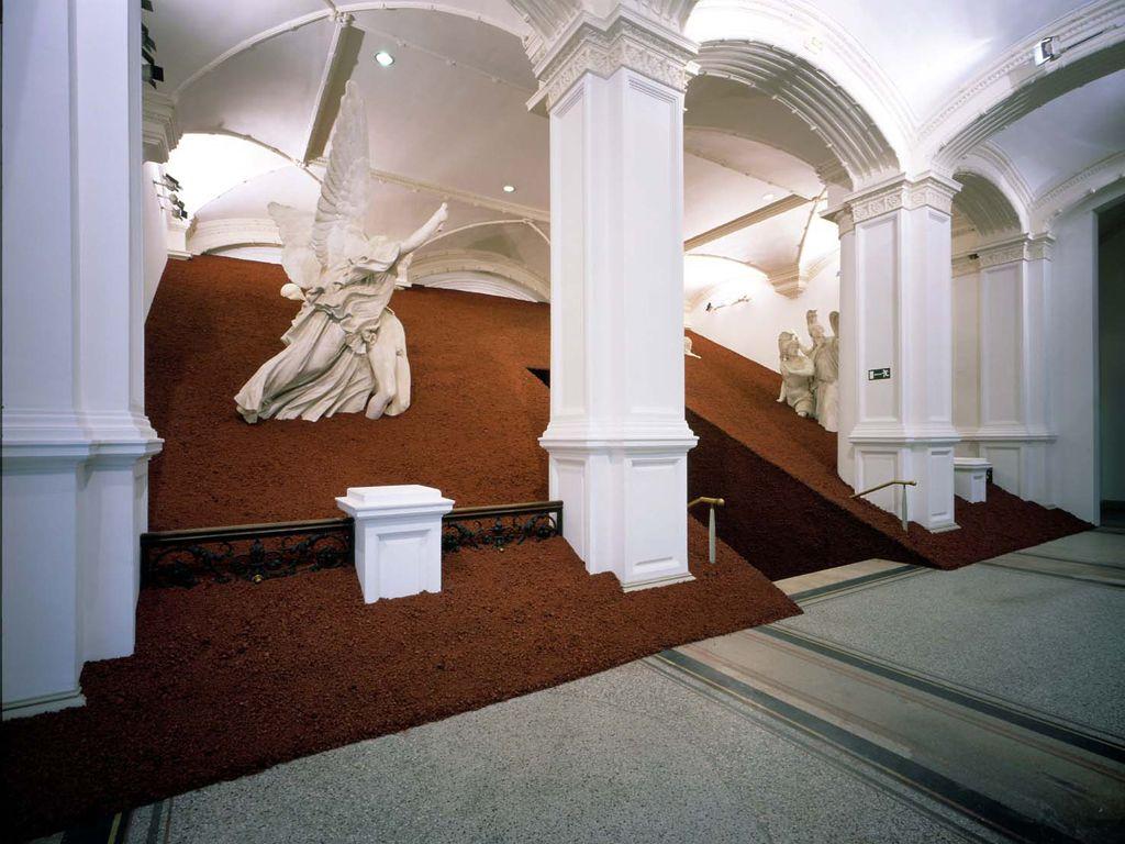 Magdalena Jetelovà : Domestication of a Pyramid, 1991
